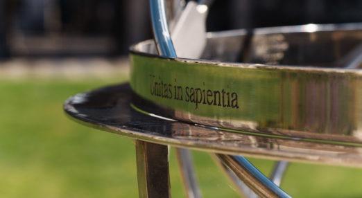 College motto Unitas in sapientia